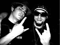 Jos y Diego (Jos de la O) Tags: sunglasses rock religion fiestas parties roll bien patin bionico roqueras