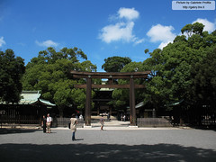 "Meiji Shrine 1 <a style=""margin-left:10px; font-size:0.8em;"" href=""http://www.flickr.com/photos/24828582@N00/1400974372/"" target=""_blank"">@flickr</a>"