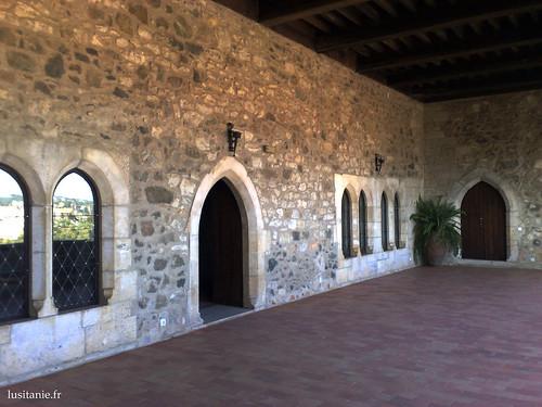 Por detrás das galerias do castelo
