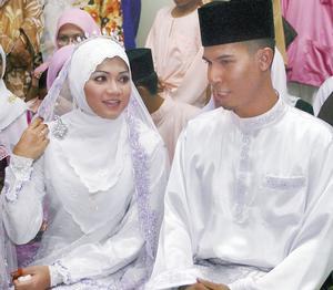gambar pengantin ina naim suhaimi