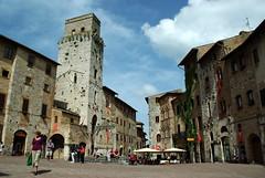San Gimignano (Toscane/Italie) (PierreG_09) Tags: architecture place sangimignano rue toscane italie ville puits citerne piazzadellacisterna placedelaciterne