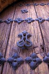Puerta (FJ JIIMENEZ YUSTE) Tags: door puerta llamador sierradesegura hornosdesegura puertadeiglesia
