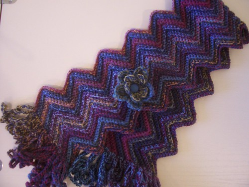 Crochet Scarf Patterns Zigzag : Zig-zag scarf