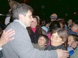Fabio Torre recibe el saludos y la felicitaciones por su victoria
