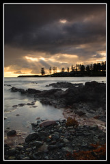 kiama bay spring morning (Drezdyn) Tags: sunrise bay rocks waves australia nsw newsouthwales sunrays southcoast kiama woolongong shoalhaven nd4 godsrays bestofaustralia natureoutpost