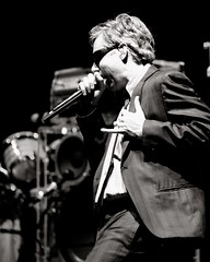 "Adam ""MCA"" Yauch (Greg76) Tags: bw music male sunglasses topv111 festival concert live mc mic beastieboys highiso 70200mm balatonsound"