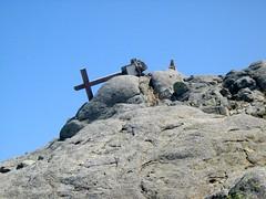 Le sommet de l'Alcudina avec la croix (vandalisée, ... ou le vent ?)
