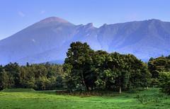森と山 (by jasohill)