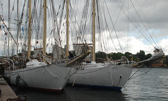 Twins (Let Ideas Compete) Tags: sailboat race barco barcos sweden stockholm pair ships tail nordic sverige ropes tallship scandinavia amateur schooner tallships rigging bt brig barque segel segelbt ldi btar segelfartyg sthm letideascompete stkhm