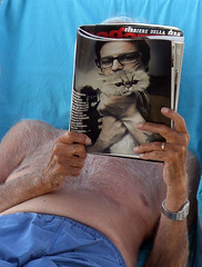 Reader (Nad) Tags: blue italy beach cat magazine hair glasses photo hands deckchair nipple watch read shorts corrieredellasera fortedeimarmi