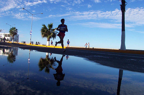Corredor Reflejo Maratón del Pacifico