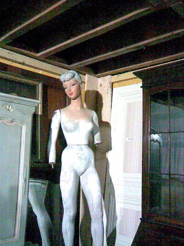 French mannequin - click to enlarge