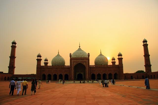 Badshahi Mosque 03
