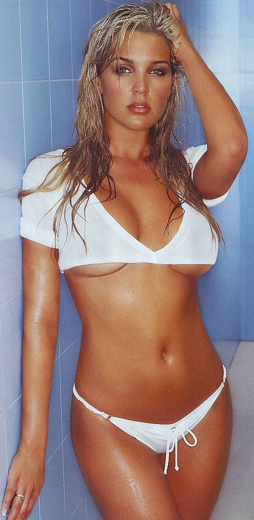 danielle_lloyd_maxim_2007_october_005