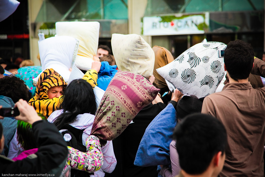 pillow_fight-140