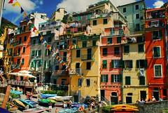 Ritorno a Riomaggiore (acido nucleico) Tags: cinqueterre colori riomaggiore theauthorsplaza