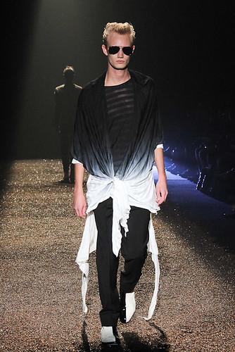 SS11_Tokyo_@IZREEL031_Nicolai Haugaard(Fashionsnap)