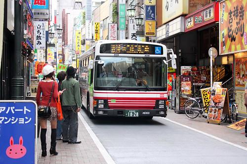 讓行人的公車