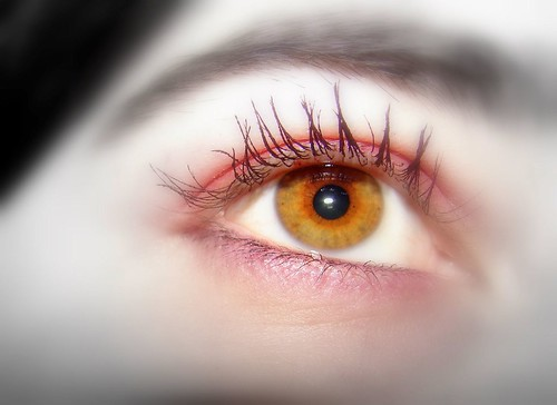 yellow eyes human - photo #6