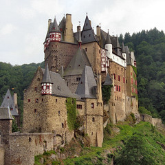 ELTZ castle (Frizztext) Tags: castle history canon germany square interestingness wordpress explore galleries past blastfromthepast peopleschoice eltz july8 supershot 100faves 50faves powershota700 frizztext holidaysvancanzeurlaub superbmasterpiece diamondclassphotographer
