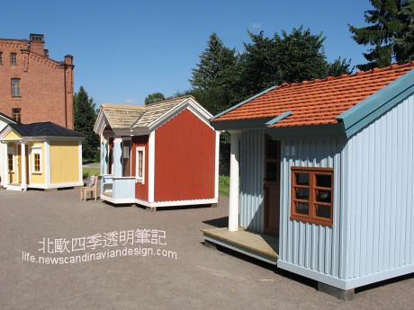 3展場中排排站的遊戲木屋模型,為小朋友們呈現芬蘭不同年代的建築風景small copy