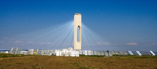 Solarturm-Kraftwerk (Bild von afloresm unter CC-Lizenz)