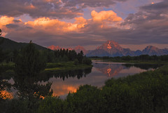 A Moment of Light at Oxbow (Jeff Clow) Tags: morning mountains nature water river landscape dawn early bravo natural quality tripod mountmoran pure purity grandtetonnationalpark naturesfinest oxbowbend magicdonkey nikkor18200mmvr nikond80 flickrdiamond megashot cjeffrclowallrightsreserved excapture
