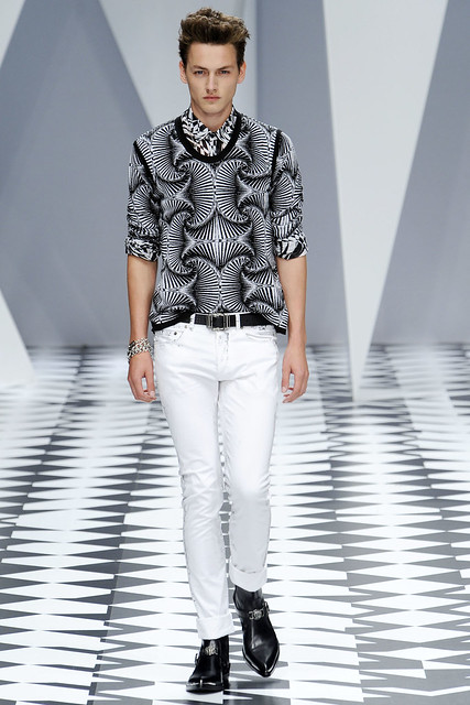 Jakob Hybholt3631_SS11_Milan_Versace(VOGUEcom)
