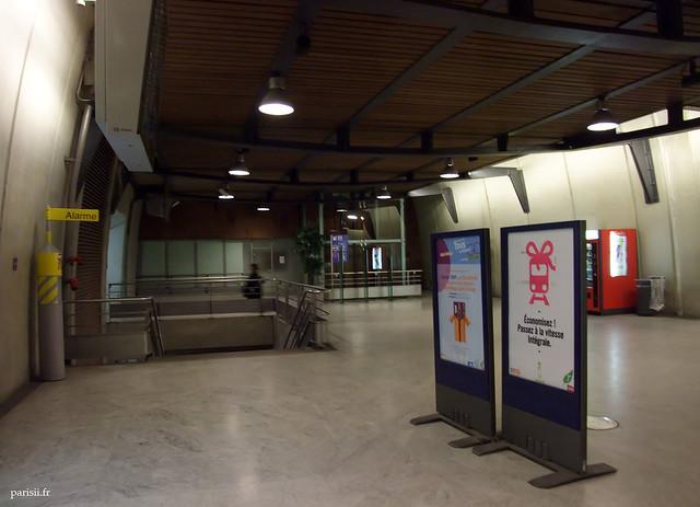 Les infrastructures du RER E sont spacieuses et lumineuses
