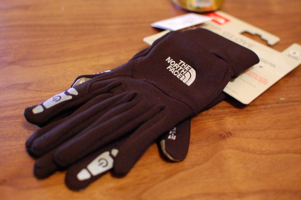 手袋を装着したままiPhoneを操作できる、THE NORTH FACEの手袋を買ってきたよ。