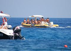 c' posto per tutti (kikkedikikka) Tags: sea boat san barca mare lo sicily capo sicilia trapani vito gommone scopello rgspaesaggio rgscastelli rgsnatura rgsscorci