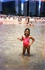 praia de boa viagem (Rayana Verissimo) Tags: pink brazil people praia beach me water childhood gua brasil kid child rosa eu boa viagem criana recife pernambuco infncia praiadeboaviagem boaviagembeach flickrnight mai