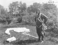 Lees, Walter (San Diego Air & Space Museum Archives) Tags: sdasm aviation aeronautics sandiegoairandspacemuseum flight walterlees lees parachute