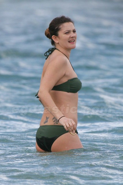 Drew Barrymore in entering sea water