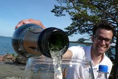 henrik (lillmartin) Tags: champagne pouring henrik boble