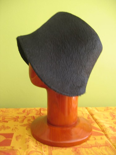 Cloche black melousine felt, side view