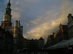 Clouds over Poznan (WrldVoyagr) Tags: city sunset sky building clouds square cityhall poland polska marketsquare poznań poznan wielkopolska ratusz staryrynek nv11