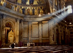 [フリー画像] [人工風景] [建造物/建築物] [教会/聖堂] [インテリア] [太陽光線]      [フリー素材]