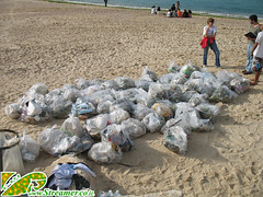 IMG_7390 (Streamer -  ) Tags: ocean sea people green beach nature ecology up israel movement garbage group cleanup clean bags friday  nonprofit streamer initiative enviornment    ashkelon        ashqelon   volonteers