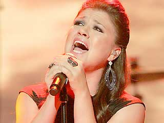 Kelly Clarkson's New CD Hits Internet Early