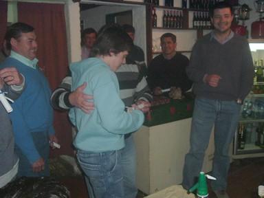 Martín Bonetto al momento de recibir su presente y diploma
