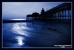 Blackpool North Pier (Paul Iddon) Tags: blue beach silhouette pier tide blackpool blueribbonwinner iddon cyantone perfectangle brillianteyejewel top20everlasting top25blue