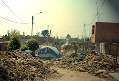 Afterquake: once upon a time children played on the streets... (waltërcin) Tags: peru 50mm tents earthquake decay nikkor 50mmf18d escombros ica pisco terremoto carpas f18d nikond80 17000casasdestruidas