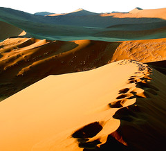 Dunes 45 - Sossusvlei  -  Namibia (kryyslee) Tags: world pictures voyage africa trip travel color travelling colors canon landscape photography eos photo sand foto tour image photos pics dusk couleurs dune picture images du 45 adventure round around christophe monde backpacker amateur pict namibia autour couleur afrique aroundtheworld aventure tourdumonde blueribbonwinner 50d 400d eos400d platinumphoto anawesomeshot diamondclassphotographer flickrdiamond platinumheartaward kryyslee christophepaquignon paquignon