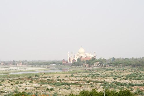 アグラ城から見たタージ・マハル