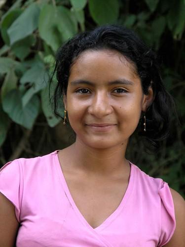 Portrait of pretty girl - Retrato de una joven bonita; cerca de San Pablo Tacachica, La Libertad, El Salvador