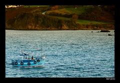 Asturias. Luanco. Regreso a puerto (Ricardo I.V.) Tags: puerto mar flickr barca asturias luanco asturies inchausti