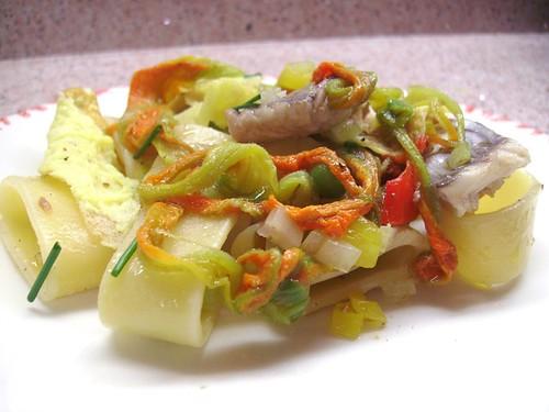 calamarata con gallinella e fiori di zucca