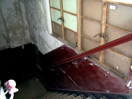張愛玲故居-斑駁的樓梯
