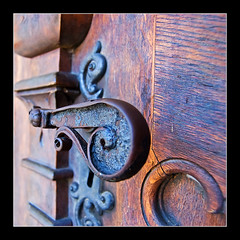 Old Door Pull (Andrea&Mike@Flickr) Tags: door old photoshop nikon rust alt oxidation rost tre trgriff doorpull abigfave nikond40 superaplus aplusphoto superhearts